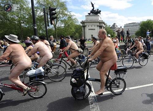 国外骑自行车裸体拉力赛 - 欢乐岛 - 欢乐岛的博客